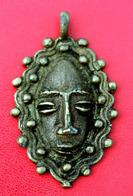Médaille Pendentif Masque Africain En Bronze Cire Perdue - Afrique - Médaille Africaine - African Bronze Medal - Volksschmuck