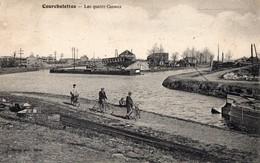 CPA  - Batellerie -  59 - COURCHELETTES - Les Quatres Canaux - Péniches - France