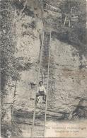 391. FRONTIERE FRANCO-SUISSE . ECHELLES DE LA MORT + 1 PERS AVEC SON CHIEN SUR L'ECHELLE !! AFFR LE 9-10-1906 . 2 SCANES - France