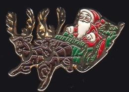 64477-Pin's.Le Traineau Du Père Noel.élans. - Navidad