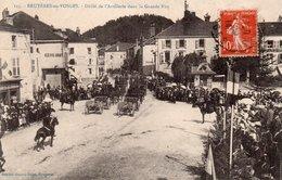88  BRUYERES Défilé De L'Artillerie Dans La Grande Rue - Bruyeres