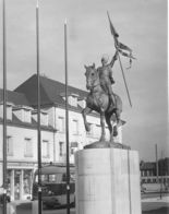 1348 - 60 - OISE - COMPIEGNE - Statue De Jeanne D'Arc - Compiegne