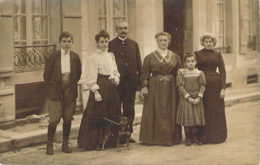 Carte Postale Photo La Grand Mère Marie-Louise Et La Famille Flancon Au Grand Complet - Postcards