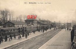 Photo: Abbeville, La Gare, Station, Les Voies, Train, Photo D'une Ancienne Carte Postale, 2 Scans - Lieux