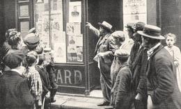 PARIS L Empereur Des Camelots, M. Hayard Devant Son Magasin Rue Saint Joseph - Non Classés