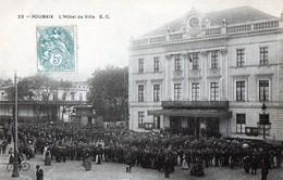 CPA - 59 - ROUBAIX - L'Hôtel De Ville Un Jour De Grand Rassemblement - France