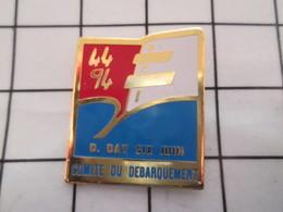 516c Pins Pin's / Rare & Belle Qualité  THEME MILITARIA / 1944 1994 D-DAY SIX JUIN COMITE DU DEBARQUEMENT Par ARCAPEA - Militaria