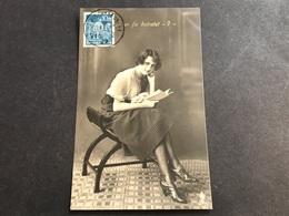 CPA 1923 Fantaisie Allemande Jeune Femme Avec Son Livre N ° 1 Cachet Ludwigshafen - Donne