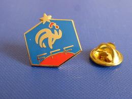 Pin's FFF Fédération Française De Football - France Blason 1 étoile - Coq Sportif Logo Foot Joueur Ballon (PAB45) - Football
