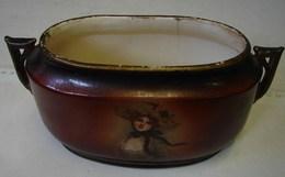 Lot. 1273. Petite Jardinière De Czecho Slovakia. Décor De Femme - Ceramics & Pottery