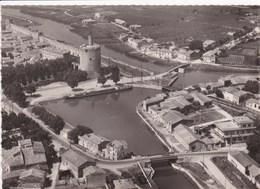 30 AIGUES MORTES Vue Sur Le Bassin ,carte Année 1950 - Aigues-Mortes