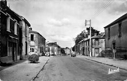 """La Chaize Le Vicomte - Arrivée De La Roche Sur Yon - Rue - """" Café """" - Autos - La Chaize Le Vicomte"""