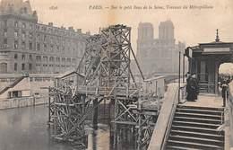 75. PARIS - N°67195 - Sur Le Petit Bras De Seine, Travaux Du Métropolitain - Métro Parisien, Gares