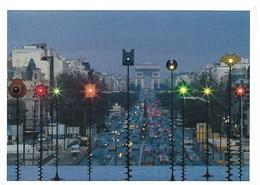 CPM - PARIS-CARTES - P 78 - PARIS : LES SIGNAUX LUMINEUX, LA FONTAINE DE TAKIS ET L'ARC DE TRIOMPHE, LA NUIT - Parijs Bij Nacht
