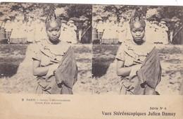 VUES STEREOSCOPIQUES JULIEN DAMOY - 2 Paris - Jardin D'Acclimatation - Jeune Fille Achanti - Stereoscope Cards