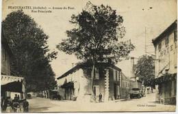 1244 - Ardéche  -  BEAUCHASTEL  :  Avenue Du Pont , Rue Principale , Cafés  Circulée - Frankreich