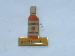 Pin's UN RICARD - Beverages