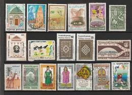 TIMBRES POSTE DE TUNISIE . JOLI PETIT LOT DE 40 TIMBRES OBLITERES . TOUS DIFFERENTS . - Tunesien (1956-...)