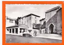 Riez La Romaine    La Place Des Ormeaux Et La  Porte St-Sols - Autres Communes