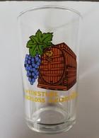 Verre à Vin Décoré Avec Grappe De Raisin Et Fût, Siglé Weinstube Schloss-Heidelberg - Glasses