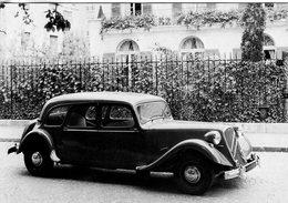 Citroen Traction Avant - La  '15/6 Cylindres Familiale ' (1954) - Carte Postale - Passenger Cars