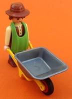 Jouet Vintage Playmobil Personnage Geobra (1997)  Brouette Geobra (1974) - Playmobil