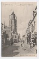 - CPA BATZ (44) - La Rue De La Mairie Et La Tour St-Guénolé 1914 (avec Personnages) - Edition Chapeau N° 17 - - Batz-sur-Mer (Bourg De B.)