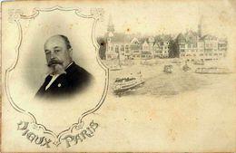Cpa Carte Photo PARIS 1900 Exposition - Vieux Paris - Homme Politique En Médaillon ( Cocarde Sur Veste ) - Expositions