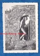 Photo Ancienne Snapshot - PARAMé - Jeune Femme En Maillot De Bain - 1935 - Fille Pose Sexy Pin Up Bretagne Demi Nue - Pin-ups