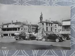 52 ST DIZIER PLACE ARISTIDE BRIAND VOITURE ANCIENNE - Saint Dizier