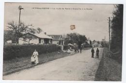 CPA PIN AU HARAS, LA ROUTE DE PARIS A GRANVILLE A LA ROCHE, Animée, Gendarme, Vélo - France