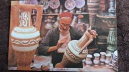 CPSM ARTISANAT METIER POTIER ATELIER A NABEUL PEINTURE DECORATION ED KAHIA 1985 - Artisanat