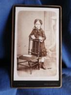 Photo CDV E. Amiaud à La Roche Sur Yon - Petite Fille En Pied, Circa 1885 L498I - Oud (voor 1900)