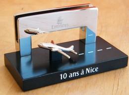 Cie EMIRATES - Presse Papier Mémorabilia 10 Ans à NICE Aéroport Cote D'Azur ( Air France , Algerie , Maroc , Tunisie ) - Cadeaux Promotionnels
