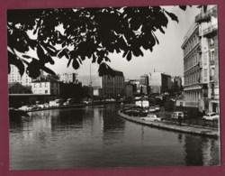 280420 - PHOTO 1969 - 75 PARIS Canal Saint Martin - Immeuble Auto Renault 4L - El Sena Y Sus Bordes