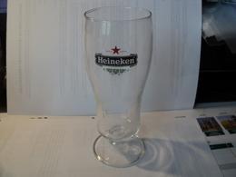 VERRE A BIERE A PIED HEINEKEN. 25 CL - Glasses