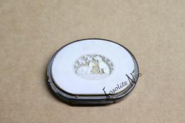 Ancien Porte-monnaie (aumonière) Blanc Ivoire Sculpté - Début XXème - Métal Argenté, Cuir, Galalithe - Très Bel état - Beurzen En Zakken