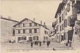 Place De La Liberté Et La Caisse D'Epargne-voyagé 1915-attelage Et Enfants-ESPELETTE - Espelette