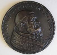Medaille En Bronze Sixtux V An II (Felice Peretti) . S Pietro E S Paolo Aspotoli 1587 - Royaux/De Noblesse