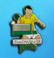 1 PIN'S  //  ** 8ème SMASH D'OR / PERRIER \ TENNIS DE TABLE / PING PONG ** . (Arthus Bertrand Paris) - Table Tennis