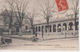 CPA Bergerac - Place De La Mairie, La Halle (avec Animation : Marchande Et Triporteur) - Bergerac