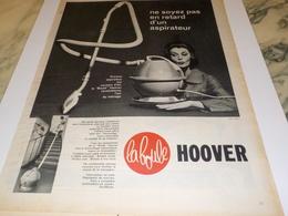 ANCIENNE  PUBLICITE LA BOULE  ASPIRATEUR HOOVER 1960 - Autres Appareils