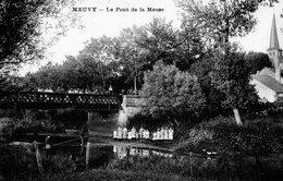 CPA   -  52 - MEUVY - LE PONT DE LA MEUSE - Pêcheur -   Belle Animation - Autres Communes