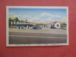 Vicki Villa Hotel Court  Gas Pumps Elizabeth City - North Carolina > Ref 4021 - United States