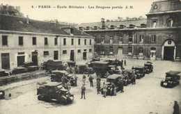 PARIS  Ecole Militaire Les Dragons Portés Vehicules à Voir   RV - Distrito: 07
