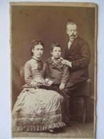 CDV Photographie De Pierre Petit à Paris - Datée 1879 - Portrait De Famille - Etat Correct - Fotos