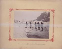 RARE PHOTO SUR CARTON CHAMONIX TRAVERSEE DE LA MER DE GLACE EN 1895 ( 20cm X 15,5 Cm ) - Chamonix-Mont-Blanc