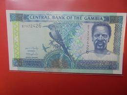 GAMBIE 25 DALASIS 2001 PEU CIRCULER/NEUF (B.12) - Gambia
