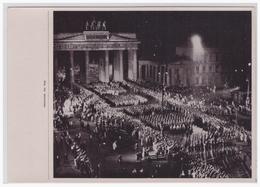 DT- Reich (002179) Propaganda Sammelbild Deutschland Erwacht Bild 111, SA Maschiert Durchs Brandenburger Tor - Germania