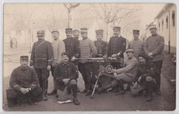 Carte-photo Militaire Pacalet Lyon Caserne Mitrailleuse Uniforme Chasseurs Alpins Zouave Régiment Matériel - Uniformes